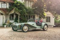 ケータハム、'60年代調のスタイルにスズキ製軽自動車用エンジンを搭載した「セブン スプリント」を発表