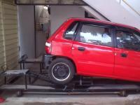 この発想はなかった!超絶狭いガレージに簡単に車を止められる発明がすごい