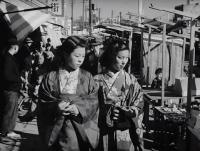 1940年代後半、第二次世界大戦からの復興を果たしつつある東京の路上の貴重な動画