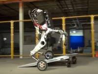 最早人間には勝てない…?ボストンダイナミクス社の車輪搭載二足歩行ロボット「handle」が正式公開