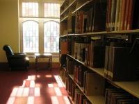 「TSUTAYA図書館」批判投書で市幹部職員が自宅と家族の職場に突撃、市議会でも名指しで批判