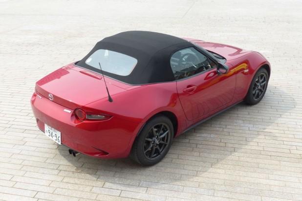マツダ・ロードスターの予定価格は2,494,800円~3,142,800円、燃費は17.2~18.8km/L