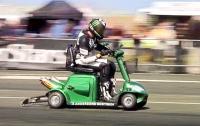 【動画】高齢者用「シニアカー」でギネス記録更新!ぶっちぎりの173km/h超