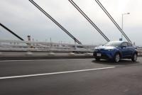 大ヒット確実!? トヨタC-HR(ハイブリッドモデル)の走りを公道でチェック!