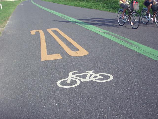 自転車の制限速度は「ナイ ...