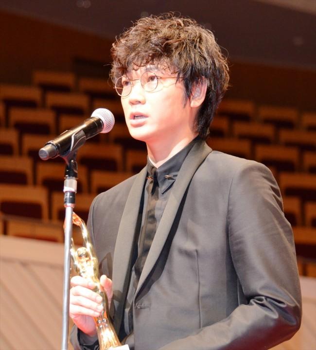 綾野剛「実力を疑う部分あった」 映画『そこのみにて光輝く』の演技で主演賞