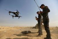 イスラム国、市販ドローン改造し爆弾投下機構を搭載。治安部隊はDroneDefenderで応戦
