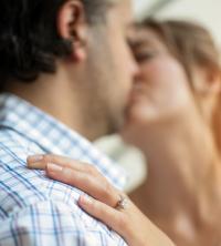 ウッソ、未婚・中年男性に朗報!? 女子は一回り年の離れた男性と結婚するなら「年下」or「年上」?