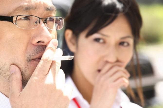 うっわ迷惑! 女性が「これだけは守って」と思うタバコのマナー10
