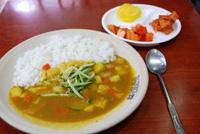 似て異なる、黄色い韓国カレーと茶色い日本カレー