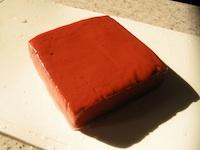 滋賀の名物コンニャクは、赤い