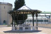 フランスの有名炭酸水ペリエがわき出ている現場