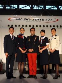 JALの新制服、デザインのこだわりとは?