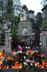 そこまで服装にこだわらずともOKなフランスの葬儀とは