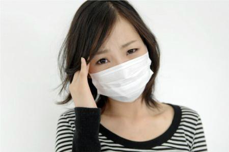 マスクを裏返しにつけると、ウイルスを寄せ付けて風邪をひきやすくなる?