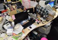 もはやごみデスク 某Web企業女性社員の「汚デスク」に密着取材
