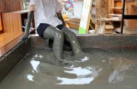 「有明湾の泥」4トンを使ったプール「GATA-BAR(ガタバー)」に入ってきた