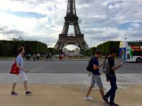 テロで延期されていた仏版「ポケモンGO」がついに解禁 一斉に外へ飛び出すパリ市民