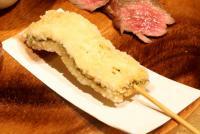 シャチの脂肪で作った串揚げの味は? 「ゴールデンカムイ」の狩猟メシを食べる