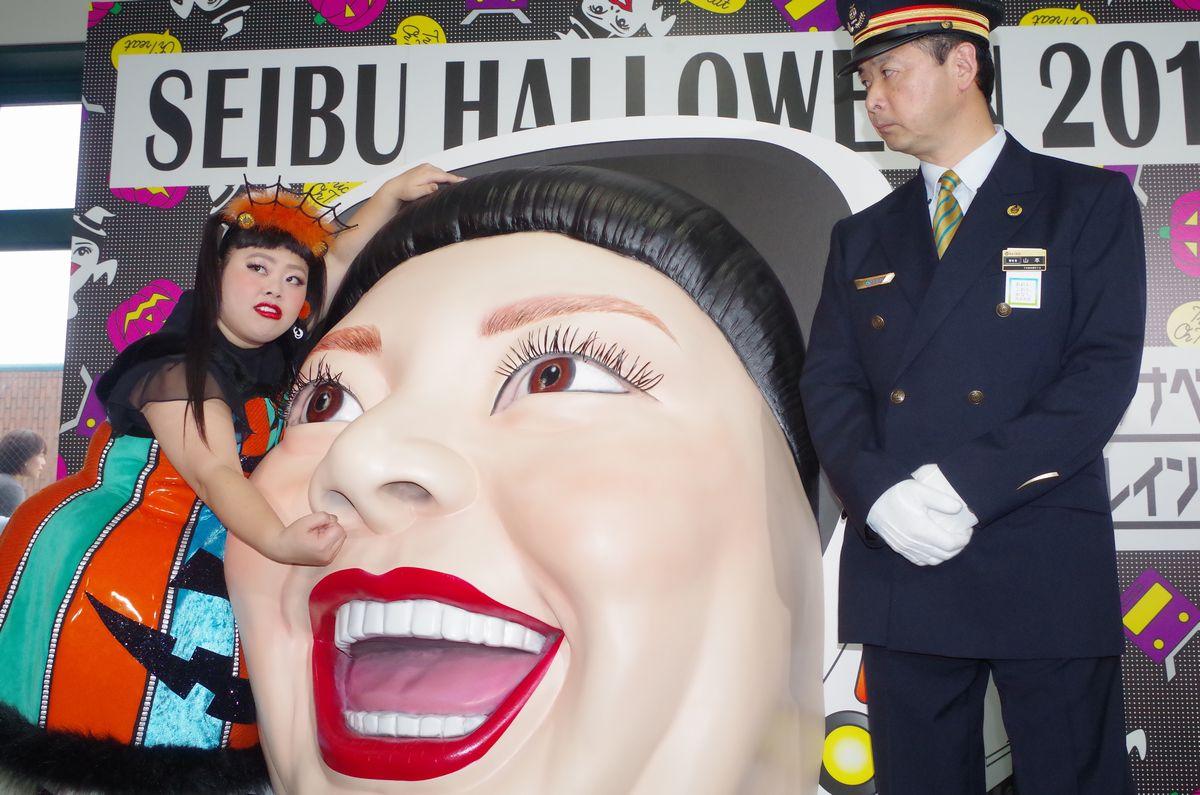 直美さんの隣りにいるのは、練馬区 山本菅区長。