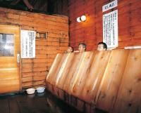箱から出た首が並ぶ! 個性的すぎる秋田の温泉