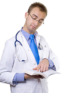 お医者さんがポケットに入れている本