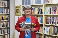 究極のコレクションアイテム「白いトレカ」 とは『無限の本棚』とみさわ昭仁に聞く