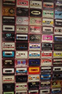 ラジカセ100台と「空耳アワー」資料カセットと「ビートたけしのオールナイトニッポン」の大ラジカセ展