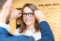 メガネの買い替えが不要に 視力を自動調整するスマートグラス