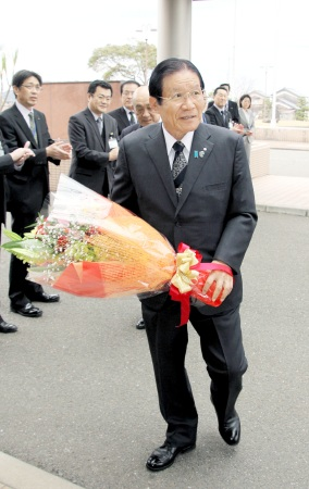 「安全な原発建設へ要望の先頭に」 5選の美浜町長が初登庁で決意