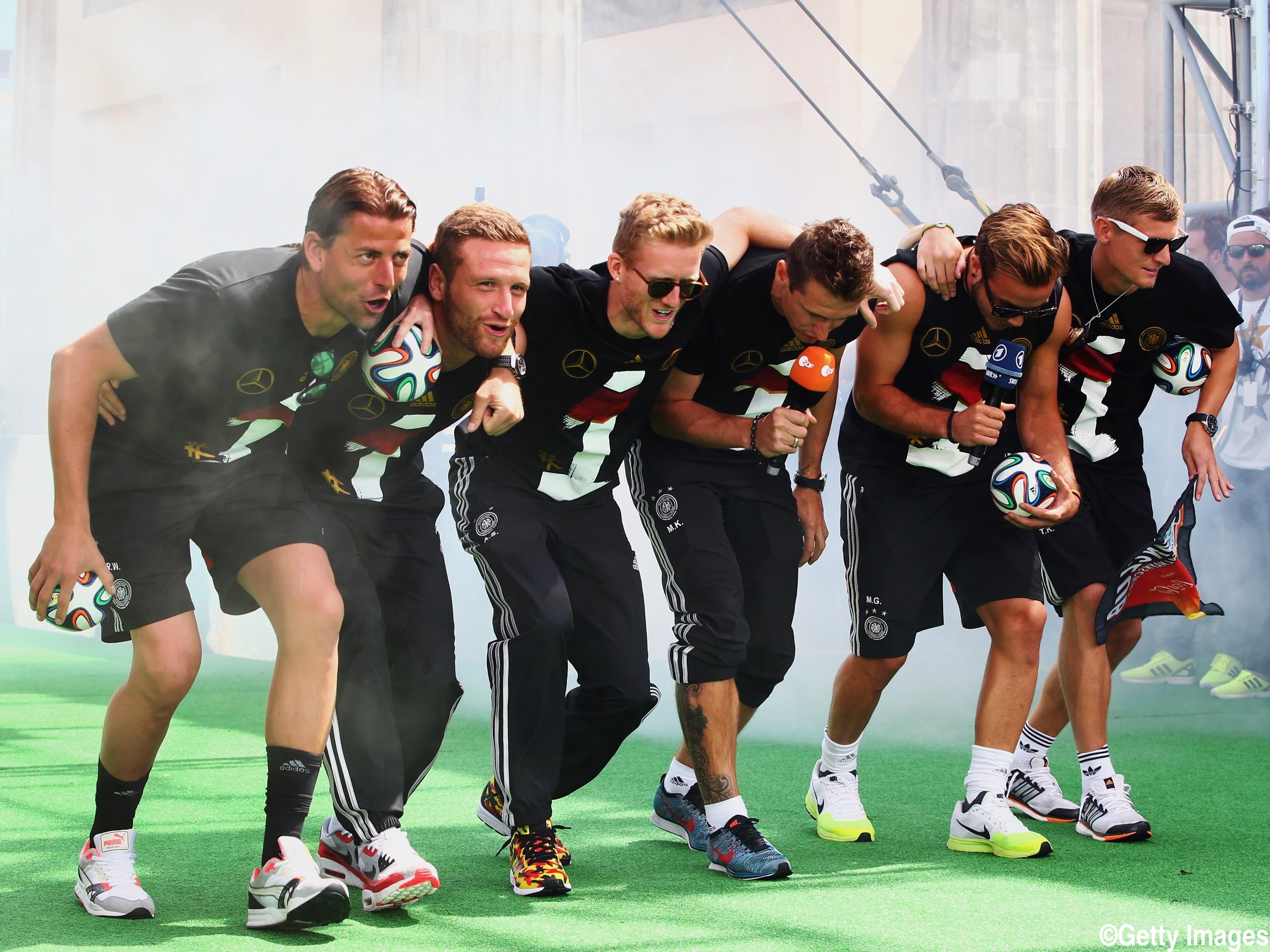 W杯優勝のドイツ代表が人種差別問題?V報告会でのダンスが物議かもす