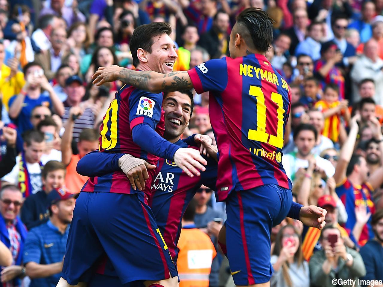 スアレスの1分弾にメッシの通算400ゴール…バレンシアに勝利のバルサは首位堅持