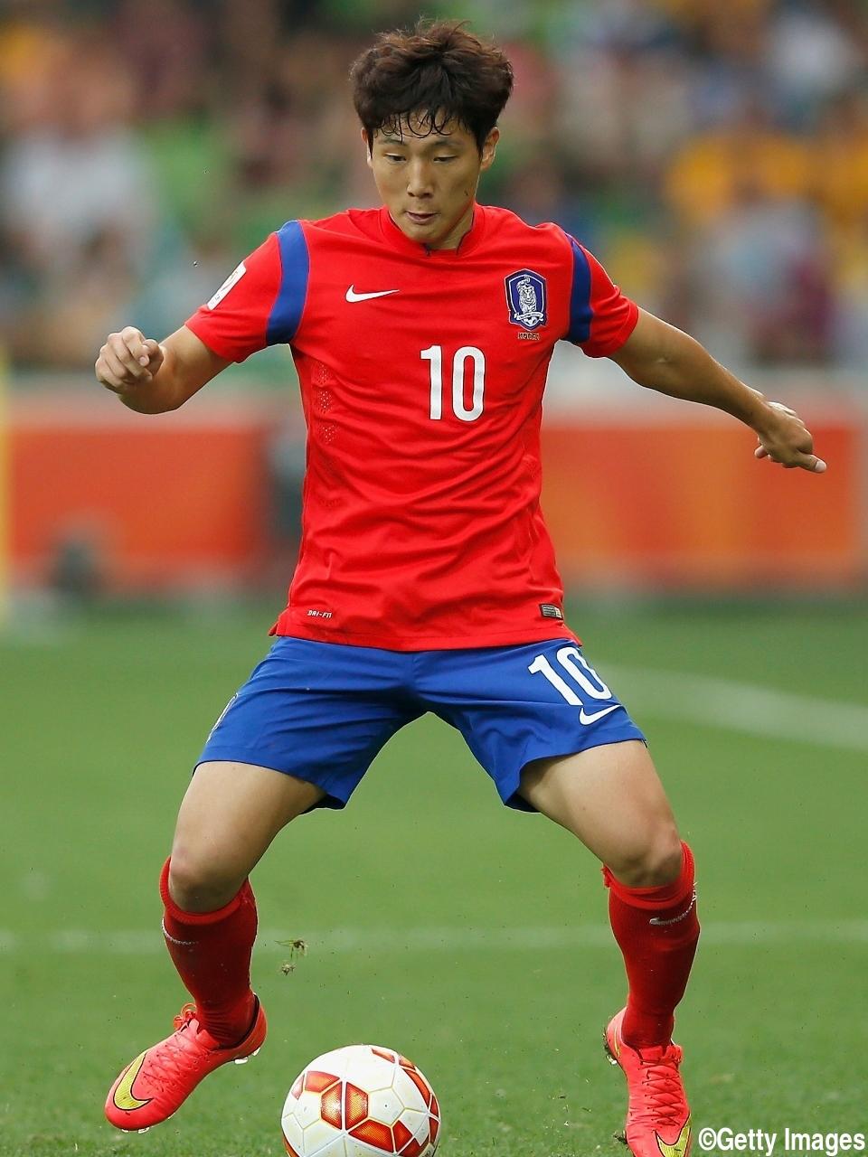 韓国代表10番MFが相手選手から暴行受ける