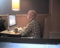 デスクトップでカフェに出現! 通称iMac Manに直撃インタビュー