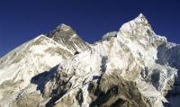 エベレスト山頂で発見した友人は、氷漬けの帰らぬ人となっていた