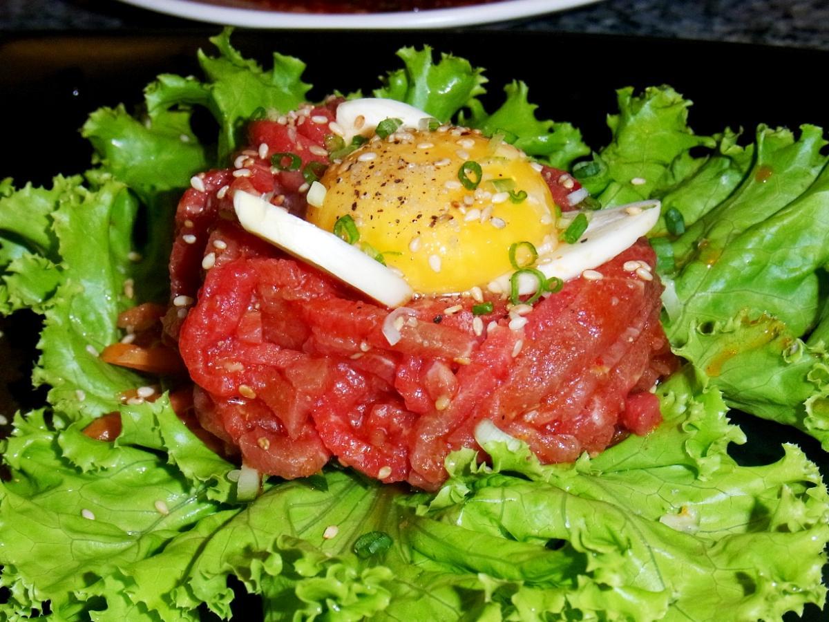 バンコクは日本では楽しめなくなったレバ刺しなどが食べられる生肉天国!