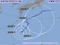 居座り台風10号 南大東島でモーレツに発達 次の熱帯低気圧も…