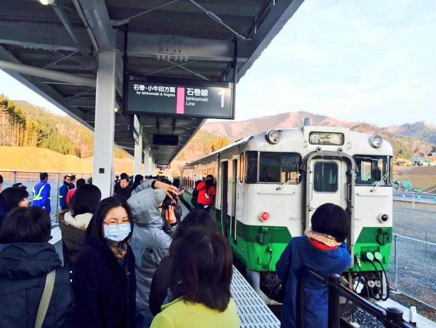 JR石巻線が4年ぶりに全線開通! 女川駅から始発電車が出発