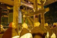 日本の伝統行事がどんどん消えていく…近隣住民の苦情を受け、『除夜の鐘』を中止するお寺が続出