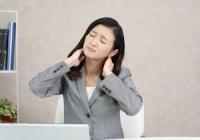 現代人の「めまい」は首が原因? スマホやPCの長時間使用で「頚部」に大きな負担