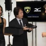 ミズノとランボルギーニがコラボへ! フットウエア「Wave Tenjin」を発表