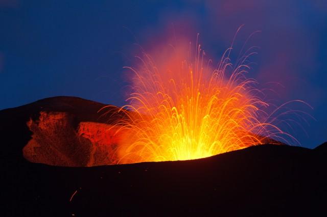 カムチャツカの火山群の画像 p1_10