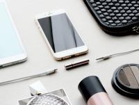 アダプタなのに野暮ったくない!iPhone 7でイヤホンを使いながら充電もできる『Auxillite』