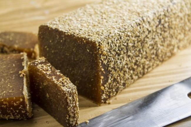 パンを加えた洗顔料「モービス」 植物由来の原材料でもちもち肌に