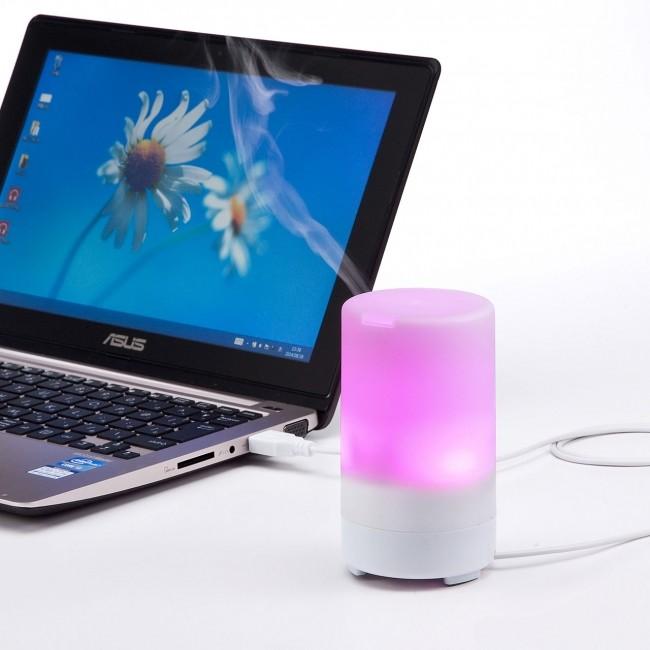 7色のLEDが光るUSB加湿器 ミストが熱くならない超音波式