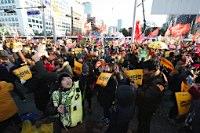 朴大統領弾劾可決、職務停止=8割弱が賛成―韓国国会―「私の不徳」と謝罪