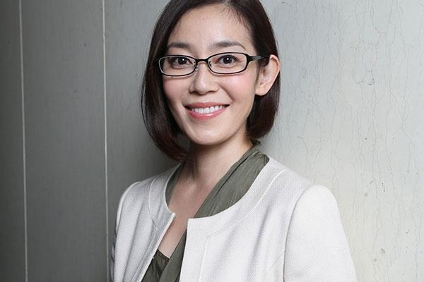 眼鏡の須藤理彩