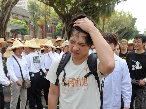 学生の立法院占拠から1年 民間団体ら政治改革訴え/台湾