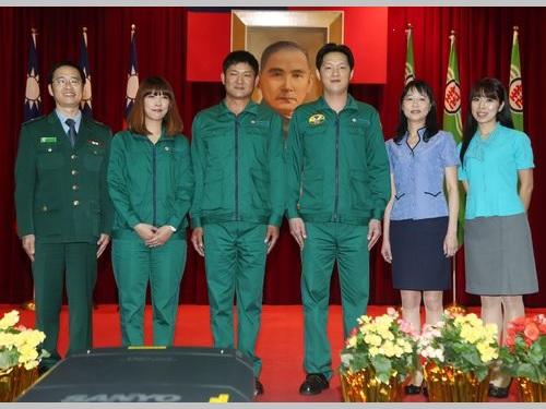 郵便局の新しい制服がお披露目 流行色を取り入れ、若々しく/台湾