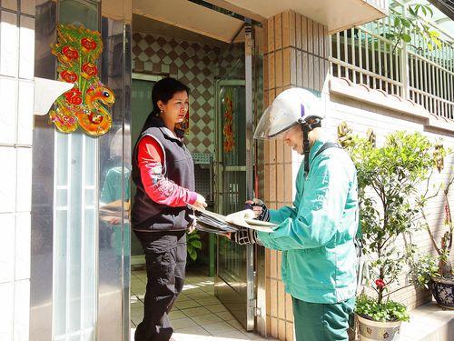 旧住所に寄せられた日本からの手紙、配達員の熱意で受取人の元へ/台湾